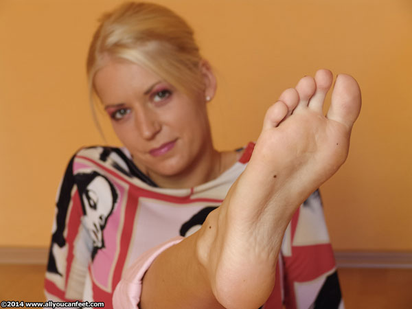 bigger preview pic from set 1836 showing Allyoucanfeet model Candy