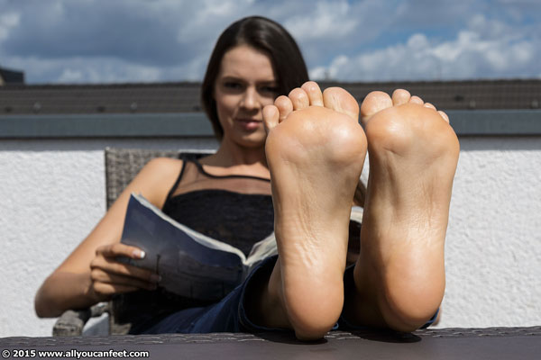 bigger preview pic from set 1895 showing Allyoucanfeet model Nika