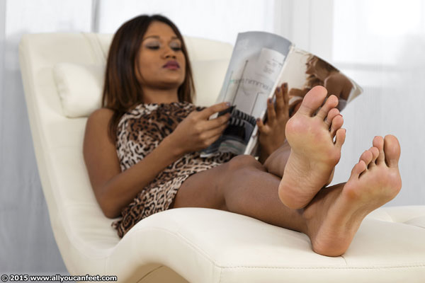 bigger preview pic from set 1897 showing Allyoucanfeet model Cataleya