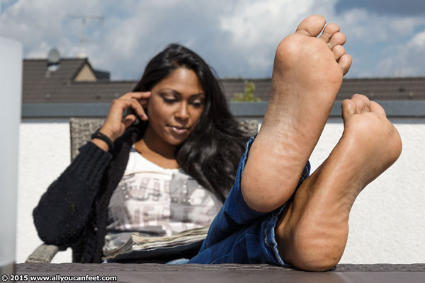 bigger preview pic from set 1906 showing Allyoucanfeet model Asmara
