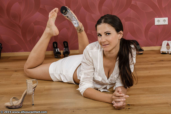 bigger preview pic from set 1924 showing Allyoucanfeet model Lauren - New Model