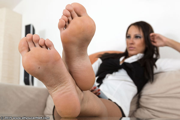 bigger preview pic from set 1930 showing Allyoucanfeet model Sandy