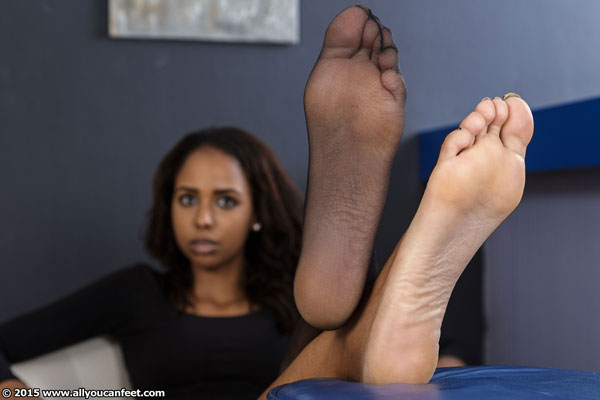 bigger preview pic from set 1931 showing Allyoucanfeet model Melody