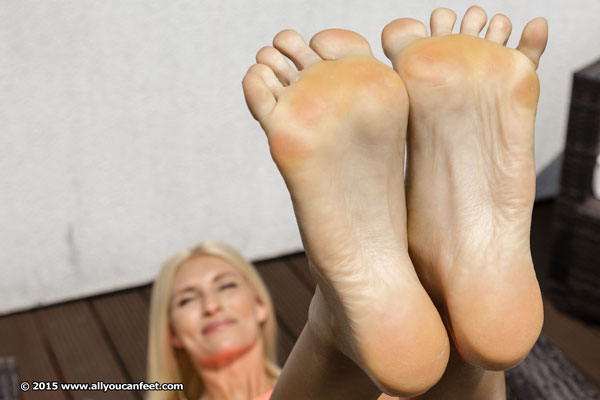 bigger preview pic from set 1939 showing Allyoucanfeet model Melina - New Model