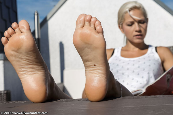 bigger preview pic from set 1960 showing Allyoucanfeet model Jenni