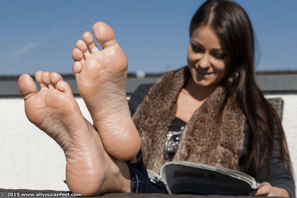 bigger preview pic from set 1974 showing Allyoucanfeet model Victoria