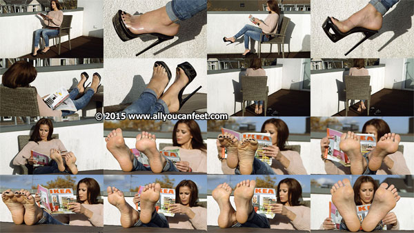bigger preview pic from set 1989 showing Allyoucanfeet model Lara
