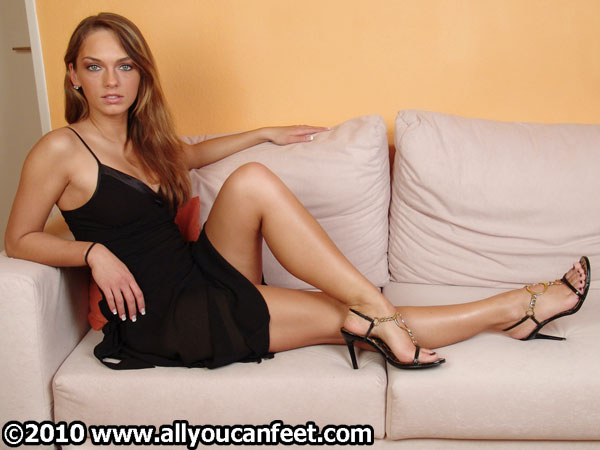 bigger preview pic from set 199 showing Allyoucanfeet model Tara