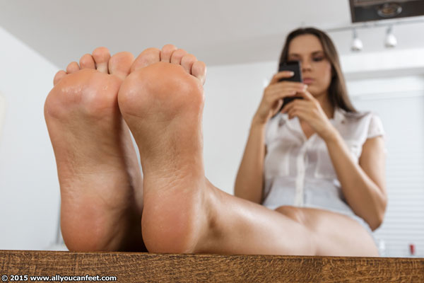 bigger preview pic from set 1992 showing Allyoucanfeet model Nika