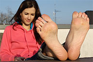 small preview pic number 1 from set 2021 showing Allyoucanfeet model Lauren