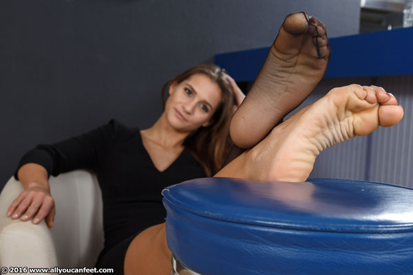 bigger preview pic from set 2051 showing Allyoucanfeet model Jolina