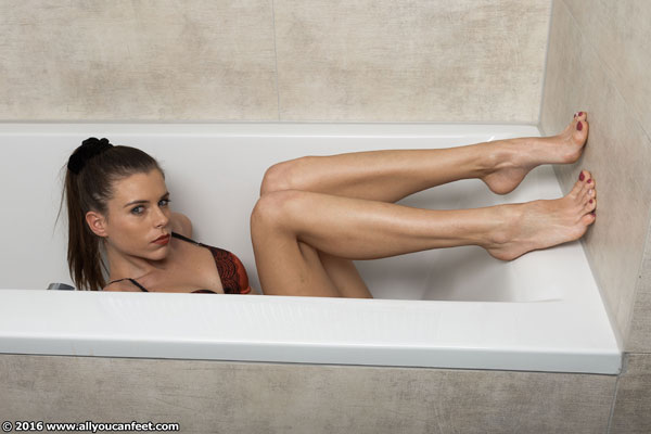 bigger preview pic from set 2052 showing Allyoucanfeet model Aleksa