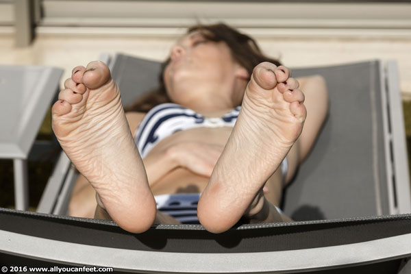 bigger preview pic from set 2071 showing Allyoucanfeet model Chris