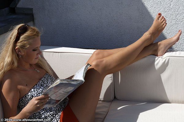 bigger preview pic from set 2086 showing Allyoucanfeet model Isa