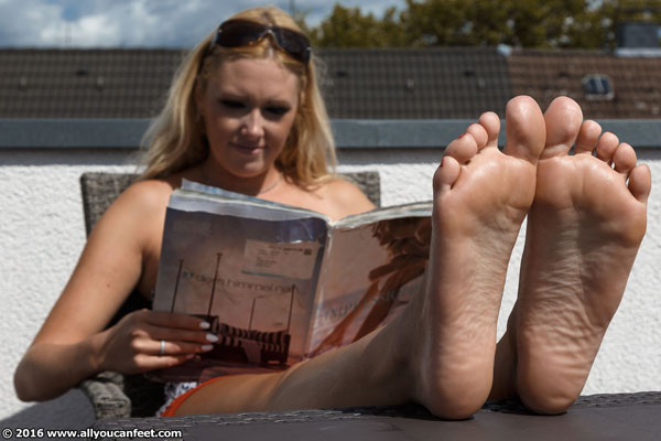 bigger preview pic from set 2087 showing Allyoucanfeet model Isa