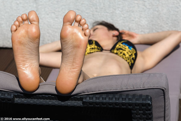 bigger preview pic from set 2093 showing Allyoucanfeet model Becky