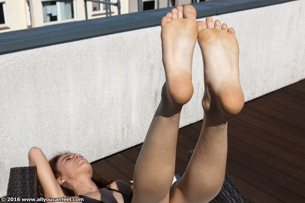 bigger preview pic from set 2096 showing Allyoucanfeet model Mary