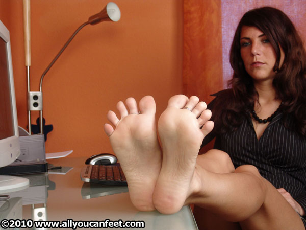 bigger preview pic from set 210 showing Allyoucanfeet model Mel