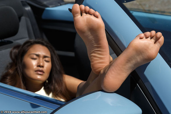 bigger preview pic from set 2112 showing Allyoucanfeet model Ella