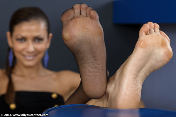 bigger preview pic from set 2132 showing Allyoucanfeet model Escada