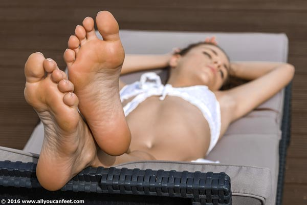 bigger preview pic from set 2148 showing Allyoucanfeet model Aleksa