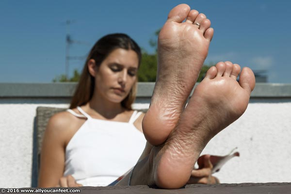 bigger preview pic from set 2154 showing Allyoucanfeet model July - New Model