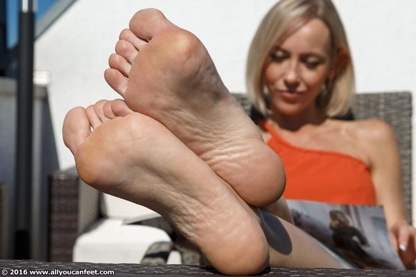 bigger preview pic from set 2158 showing Allyoucanfeet model Jass