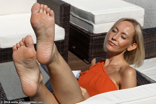 bigger preview pic from set 2159 showing Allyoucanfeet model Jass