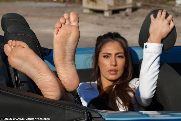 bigger preview pic from set 2163 showing Allyoucanfeet model Ricci