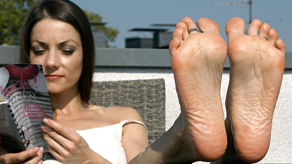 bigger preview pic from set 2166 showing Allyoucanfeet model Chris