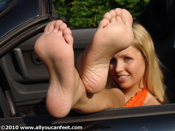bigger preview pic from set 217 showing Allyoucanfeet model Maya