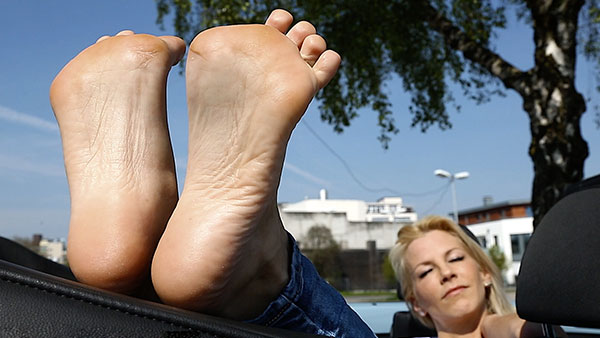 bigger preview pic from set 2174 showing Allyoucanfeet model Samantha