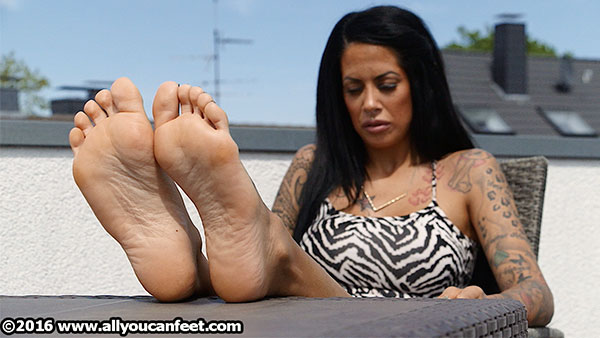 bigger preview pic from set 2181 showing Allyoucanfeet model Snooki