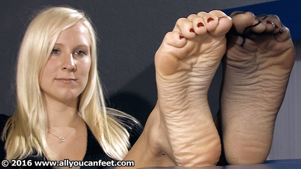 bigger preview pic from set 2184 showing Allyoucanfeet model Zoe