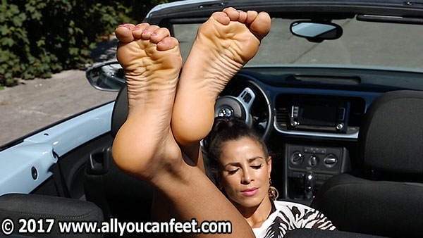 bigger preview pic from set 2187 showing Allyoucanfeet model Lara