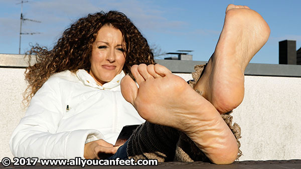 bigger preview pic from set 2192 showing Allyoucanfeet model Norma