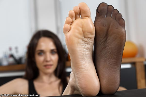 bigger preview pic from set 2193 showing Allyoucanfeet model Joy