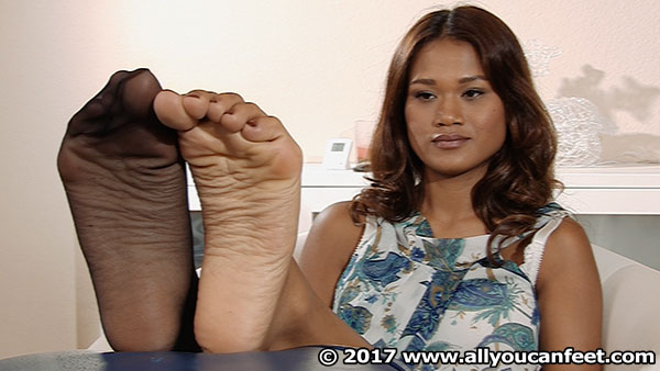 bigger preview pic from set 2196 showing Allyoucanfeet model Cataleya