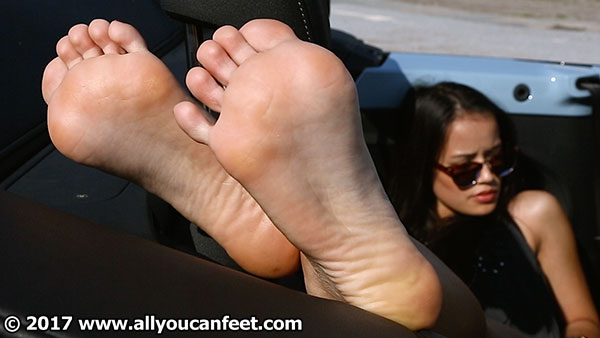 bigger preview pic from set 2210 showing Allyoucanfeet model Zissy