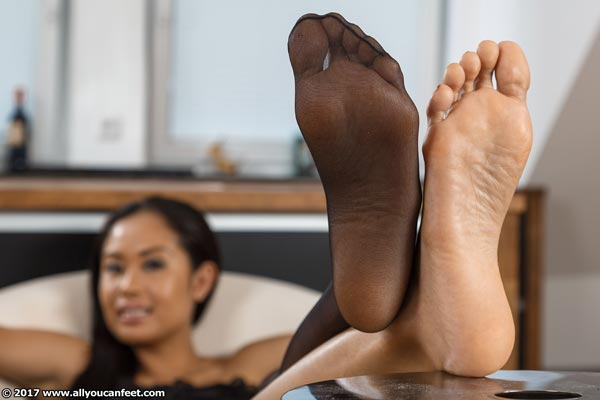 bigger preview pic from set 2217 showing Allyoucanfeet model Dani