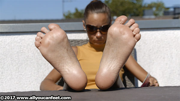 bigger preview pic from set 2227 showing Allyoucanfeet model Alina