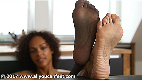 bigger preview pic from set 2231 showing Allyoucanfeet model Mara