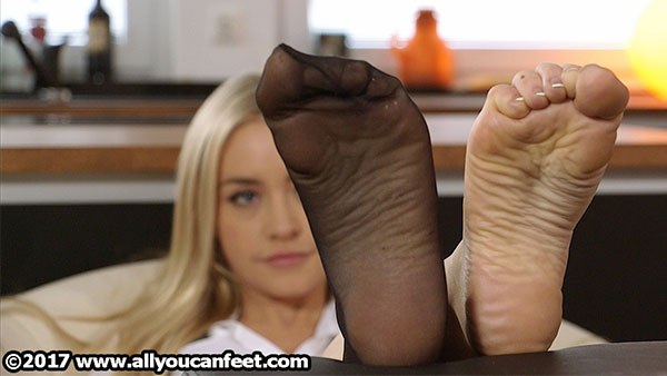 bigger preview pic from set 2247 showing Allyoucanfeet model Aubrey