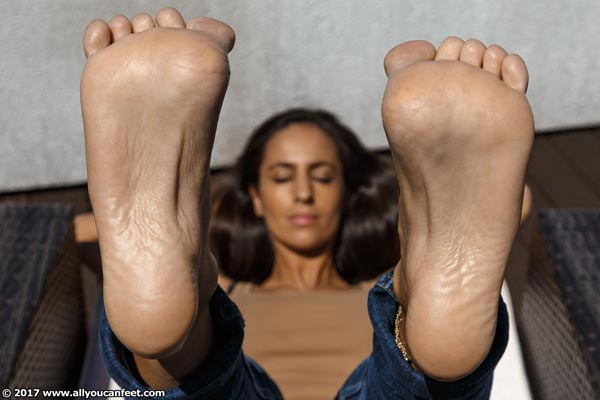 bigger preview pic from set 2248 showing Allyoucanfeet model Lina