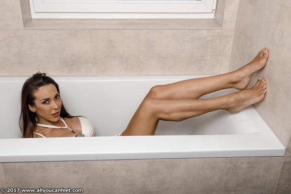 bigger preview pic from set 2251 showing Allyoucanfeet model Leni - New Model
