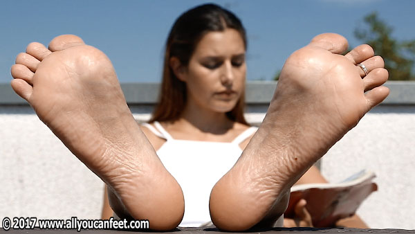 bigger preview pic from set 2259 showing Allyoucanfeet model July