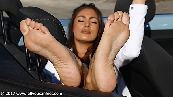 bigger preview pic from set 2265 showing Allyoucanfeet model Ricci