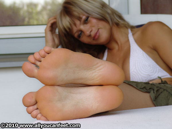 bigger preview pic from set 227 showing Allyoucanfeet model Karine