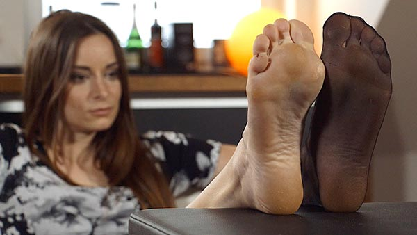 bigger preview pic from set 2271 showing Allyoucanfeet model Leoni