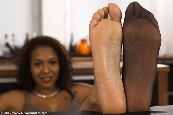 bigger preview pic from set 2277 showing Allyoucanfeet model Yazzi
